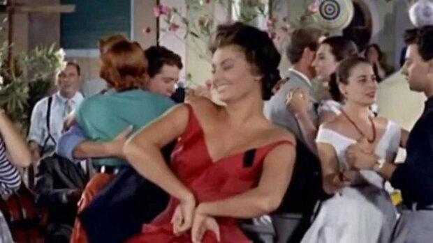 Zářivý tanec nenapodobitelné Sophie Loren. Vzrušující video
