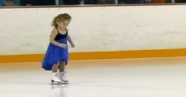 3-letá dívenka se sotva udrží na bruslích. Jakmile však diváci vidí její tanec, stadión celý ztichne