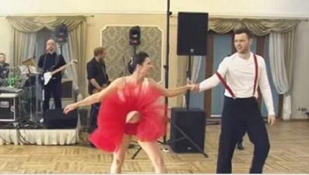 Během pár hodin vidělo jejich první tanec přes 1,5 miliónu lidí. Podívejte se proč