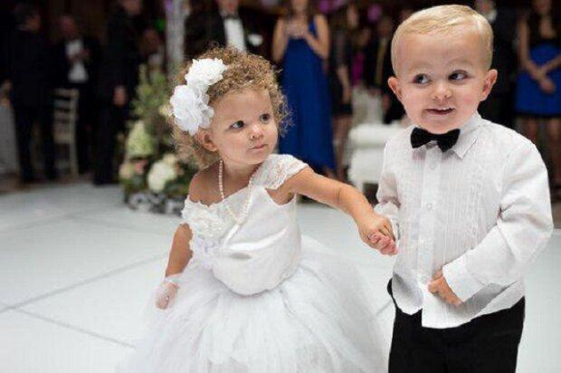 4-letá dívenka se stala hvězdou svatby. Překonala dokonce i nevěstu
