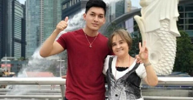 Matka pracovala 20 let v zahraničí na podporu sedmi dětí. Když na letišti čekala na odlet, její syn ji překvapil