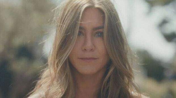 Jennifer Aniston se v reklamě na vlastní společnost – ve videu se chlubila štíhlou postavou