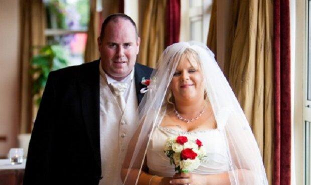 Byli zaraženi tím, jak vypadali na svém svatebním fotu. Podívejte se, jak vypadají dnes