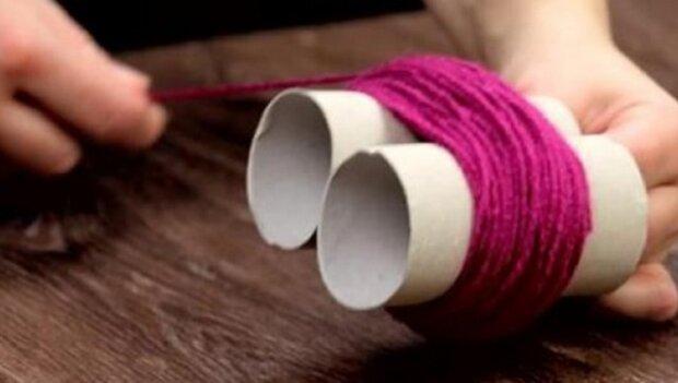 Žena ovinula dvě toaletntí role vlnou na pletení a zatáhla. Výsledný efekt je k neuvěření