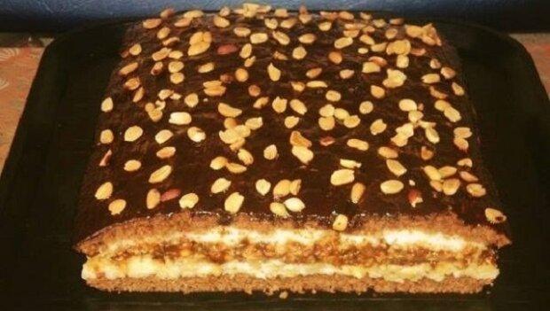 Domácí koláč s neuvěřitelnou chutí. Jednou jsem jej vyzkoušela upéct a teď je věčně na mém stole