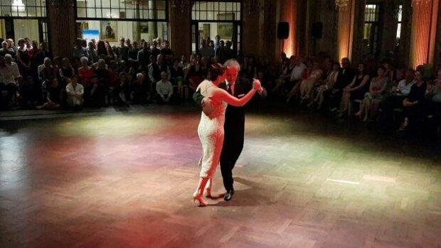 Výstup staršího tanečníka byl plný vášně. Zde můžete vidět, z koho si máte brát příklad