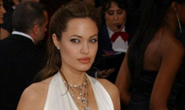Šaty Angeliny Jolie jsou nejlepší v historii Oscarů