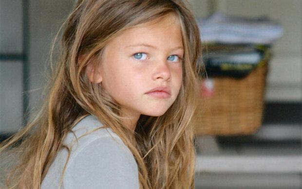 Před 10 lety byla tato dívka uznána jako nejkrásnější na světě. Teď je jí 18 a podle toho vypadá