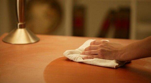 Jednoduchý způsob na skutečné a trvalé odstranění prachu z nábytků a podlah. Trik, který je dobré znát