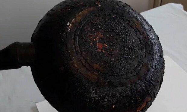 Jak vyčistit staré litinové pánve a hrnce od mastnoty a spálenin