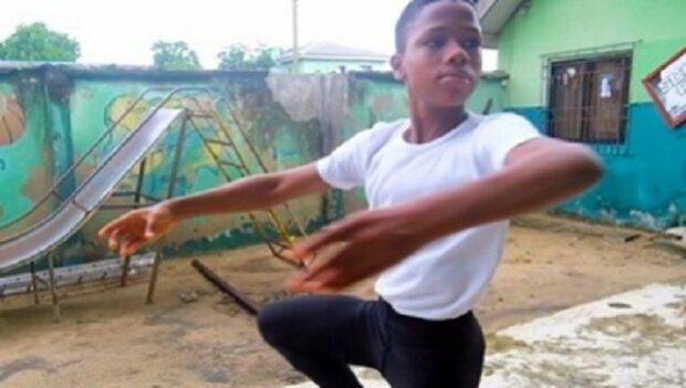 Chlapec z Afriky spektakulárně zatančil v dešti a stal se slavným