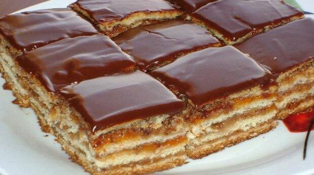 Tenhle koláč se stal velmi oblíbeným u mě doma – je původem z maďarska a nepoznala jsem nic chutnějšího