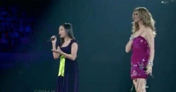 Celine Dion pozve na pódium náctiletou, aby zazpívala píseň dle své matky. Její hlas zaskočil samotnou Celine