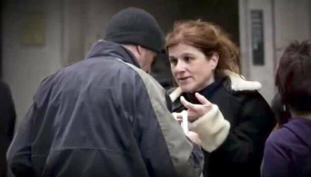 Nabídla pizzu bezdomovci. Když odhalila kým doopravdu je, byla zaskočená