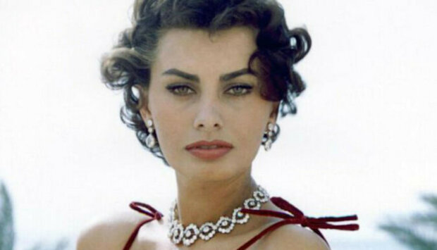 Vila, v níž žila Sofia Lorenová, je opět na prodej. Podívejte se, jak vypadá interiér této krásné budovy