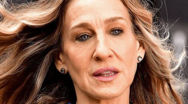 Rozcuchaný drdol a žádný make-up. 55letá kráska Parkerová byla natočena v New Yorku