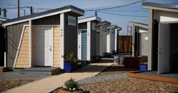 Byly postaveny domy pro americké bezdomovce, ale bydlení v nich je povoleno jen za určitých podmínek